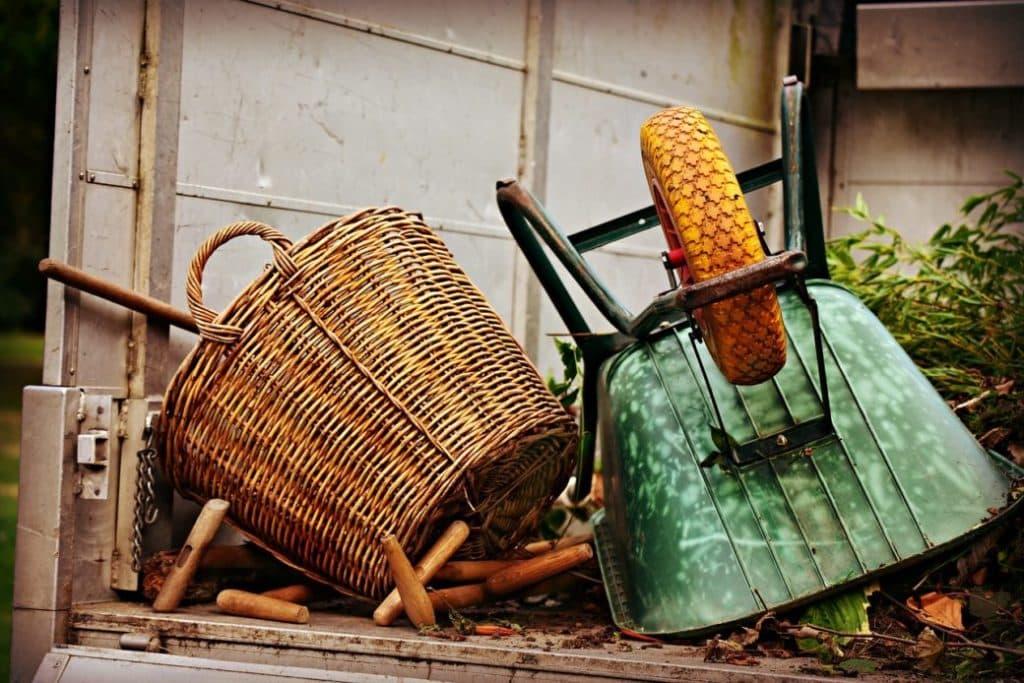 庭を片付けたい!要らないモノの処分方法